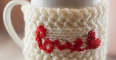 Porta tazza in maglia per San Valentino - fonte Pinterest