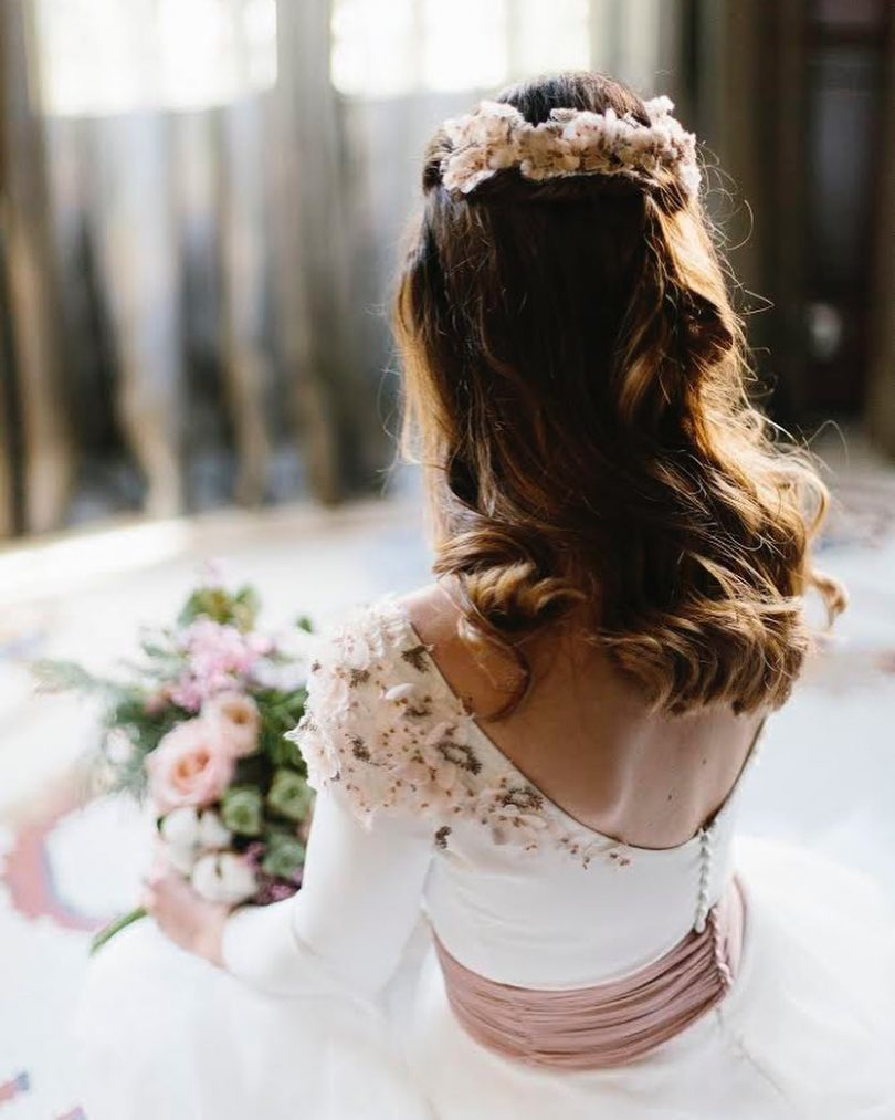 Le più belle acconciature da sposa con capelli lisci