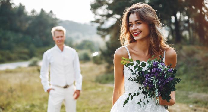 e0e108985c21 Come vestirsi a un matrimonio  consigli e idee per l abito da sposa