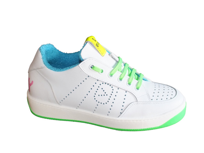 Sneaker Off Play